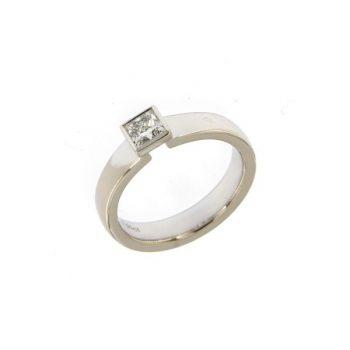 Ring Calyx aus Weißgold 750 mit einem Diamanten im Princess-Schliff
